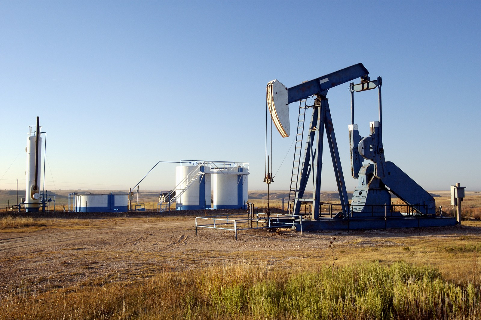 Oil well + storage tanks