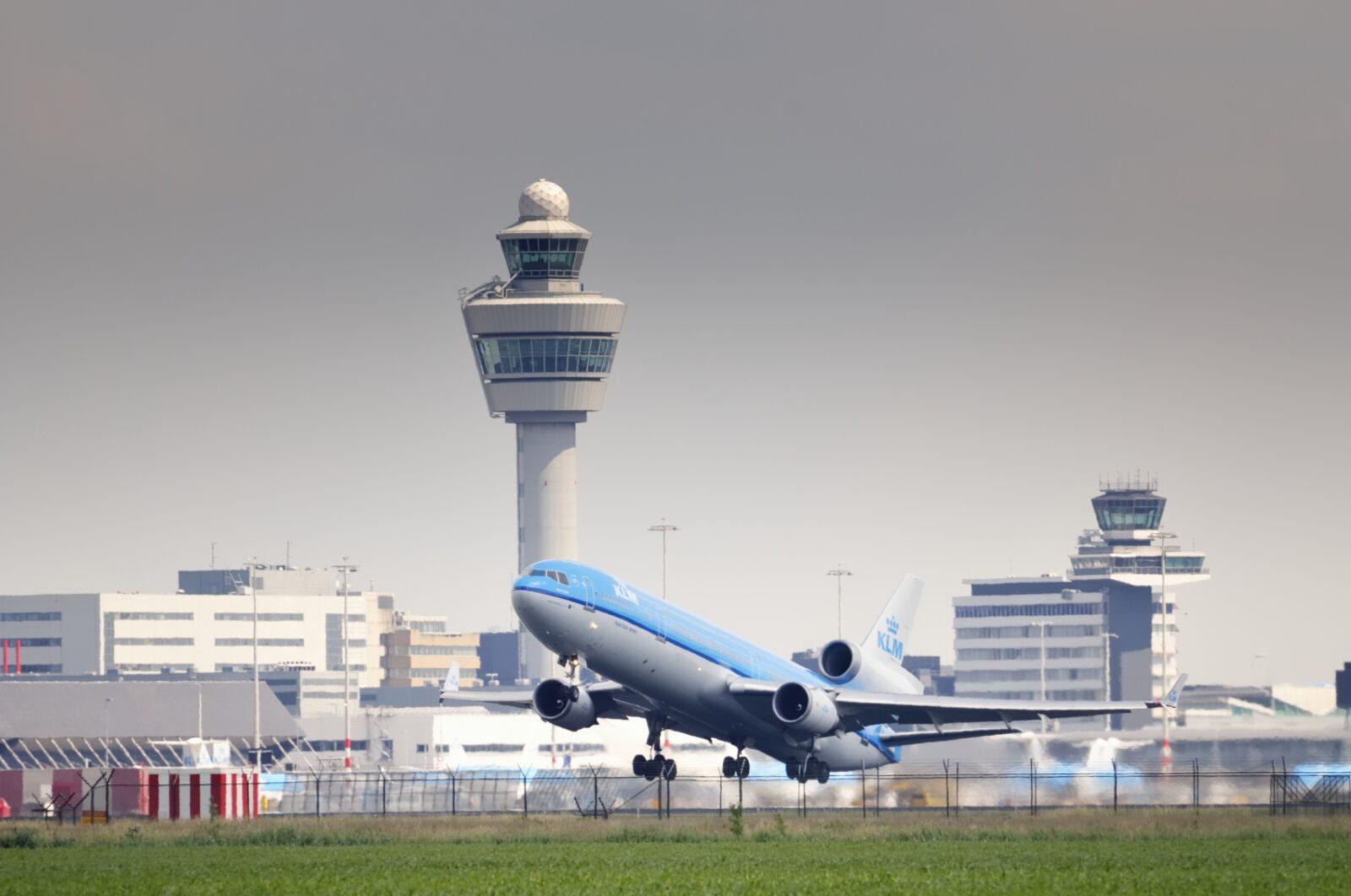 klm airplane takeoff