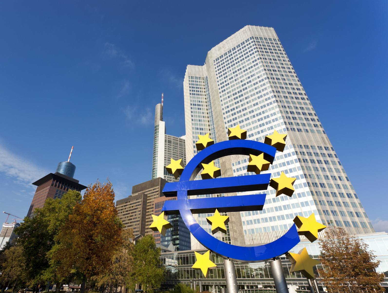 The skyscraper hosting the European Central Bank, large Euro sign in foreground