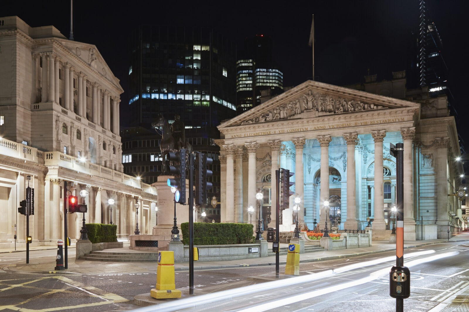 London Royal Exchange, luxury shopping centre and Bank of Englan