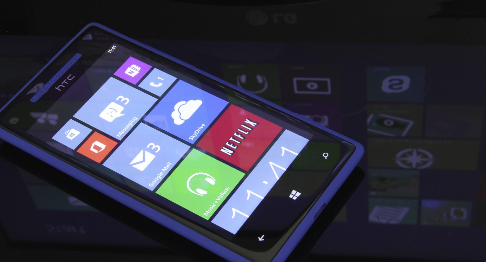 Windows phone 8 with Windows 8 in the reflection