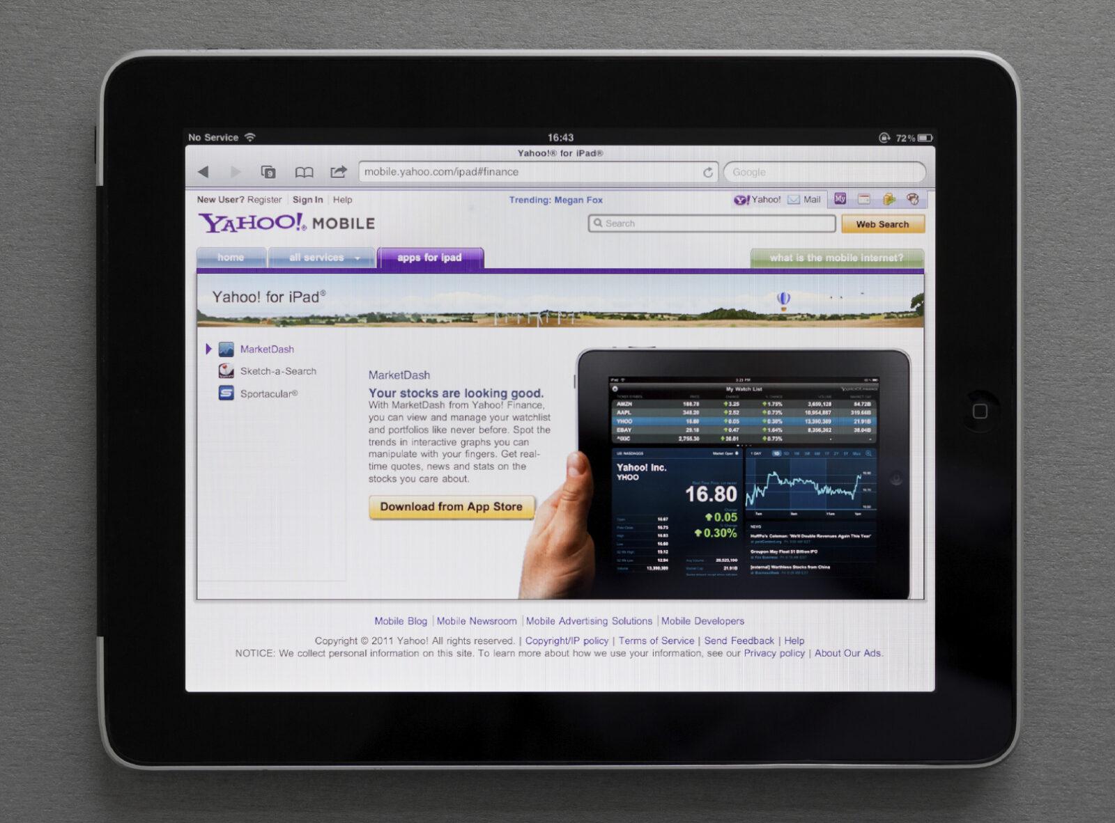 Apple Ipad showing Yahoo web page
