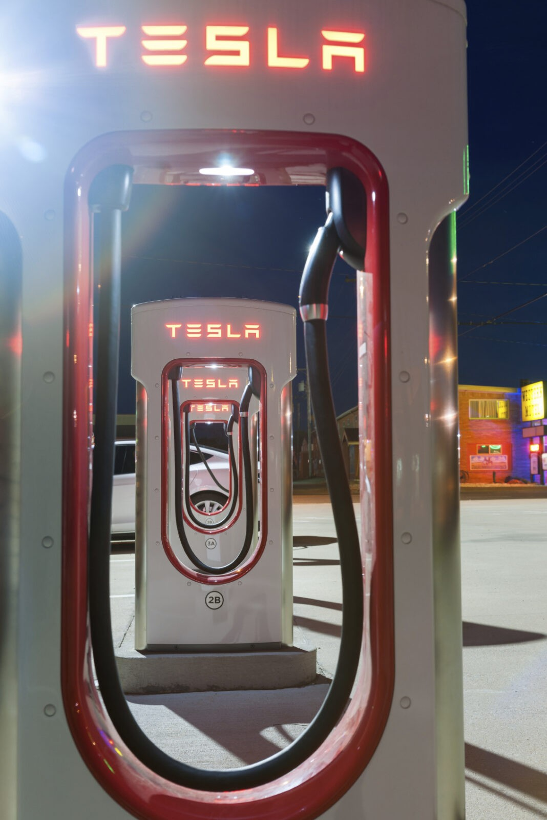 Night image of Tesla battery recharge station